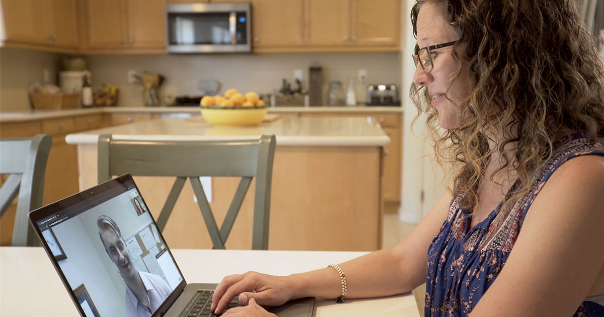 woman speaking to her doctor on laptop